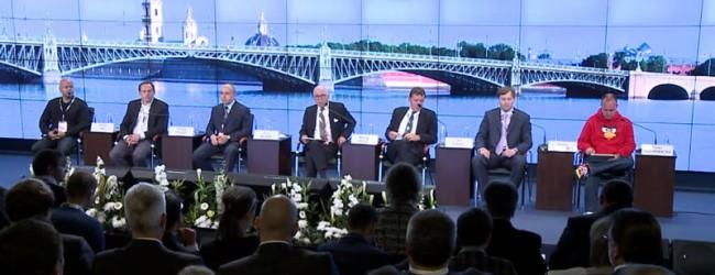 В Петербурге, на Форуме хозяйственная элита страны забыла о нуждах своих граждан.