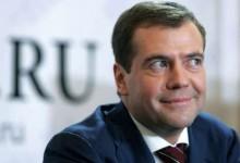 Медведев — премьер без партии, без социальной базы, без обратной связи со страной.