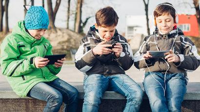 Дети – без ограничений в сетях, государство эту опасность пока не осознает.