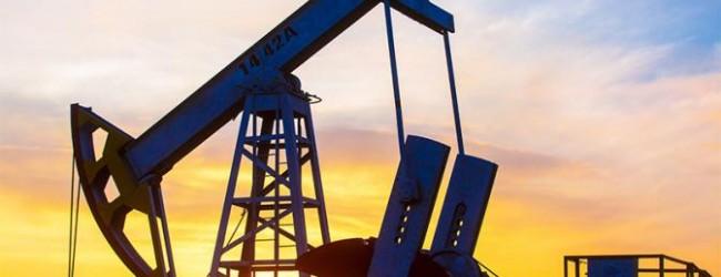 Рекордная добыча в Америке топит нефтяные цены.