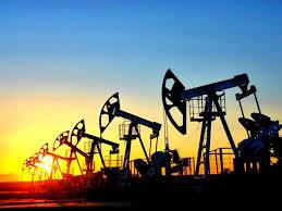 Нефть снова начинает здорово помогать России.