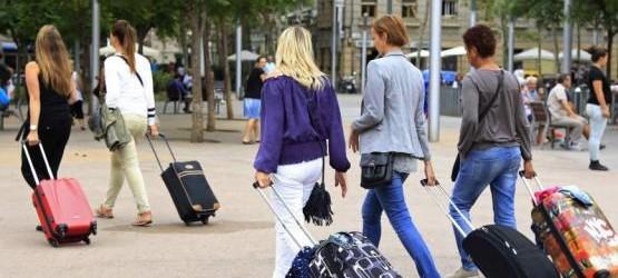 Москвичи выезжают за границу вдвое чаще остальных россиян.