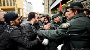 В Европе нелегальные мигранты идут на преступления, чтобы избежать депортации.