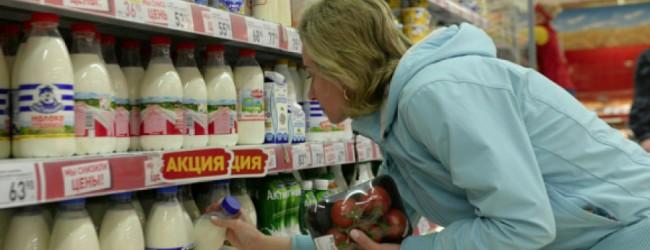 Россияне-покупатели сильно экономят: половина их покупок — это товары по скидкам.