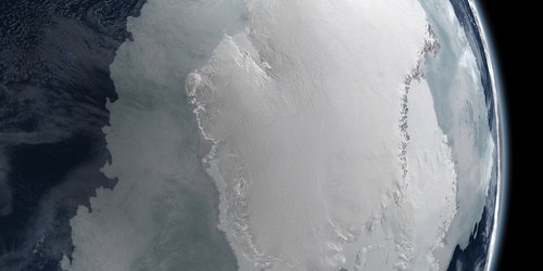 Что скрывается подо льдами Антарктиды?