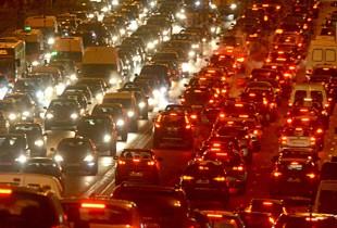 США погрязли в автомобильных пробках и теряют сотни миллиардов долларов.