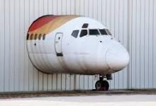 Самолеты в аэропортах бросают не только в России.